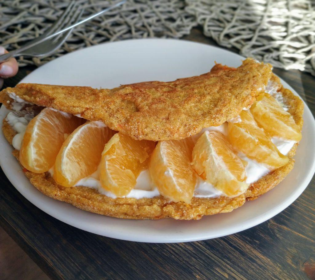 Omlet marchewkowy z kaszą manną