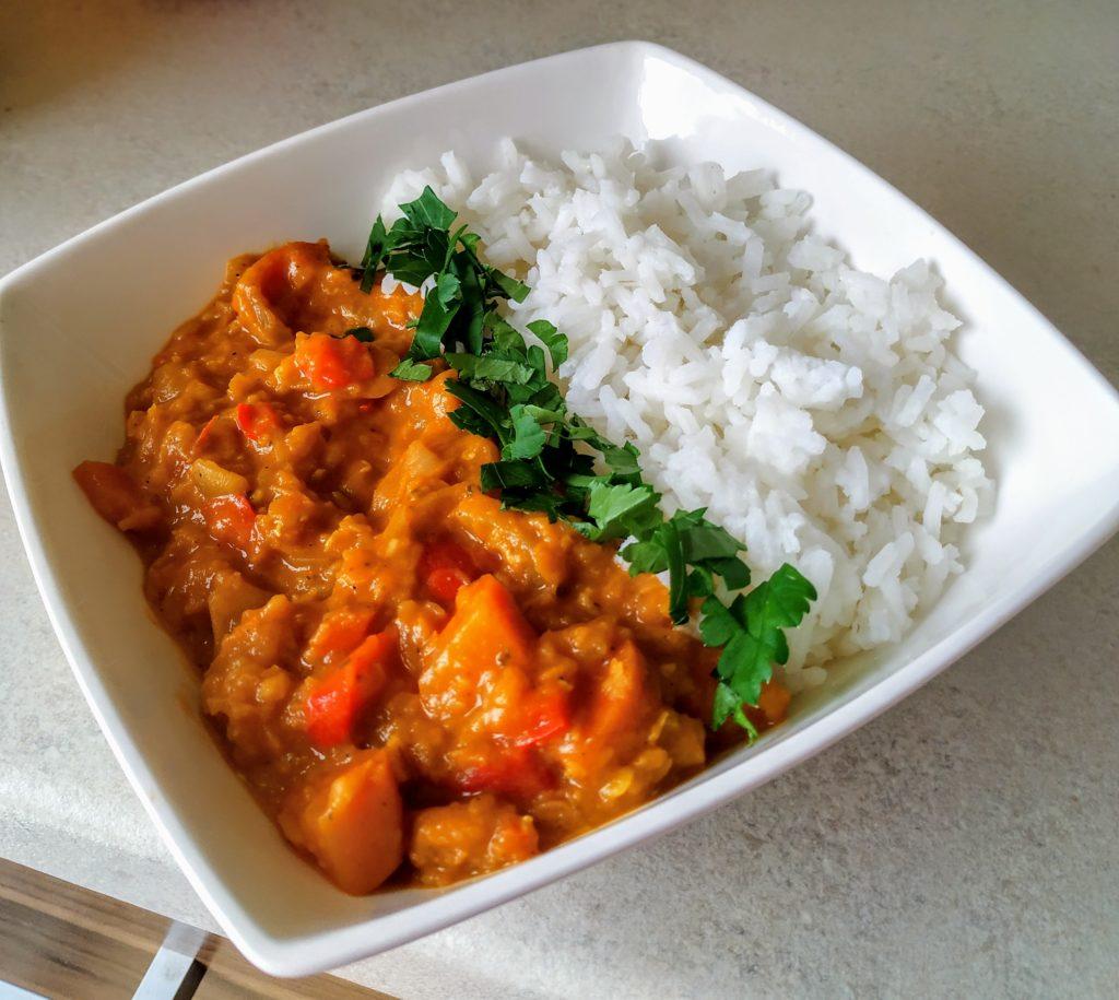 Curry z soczewicą i mlekiem kokosowym